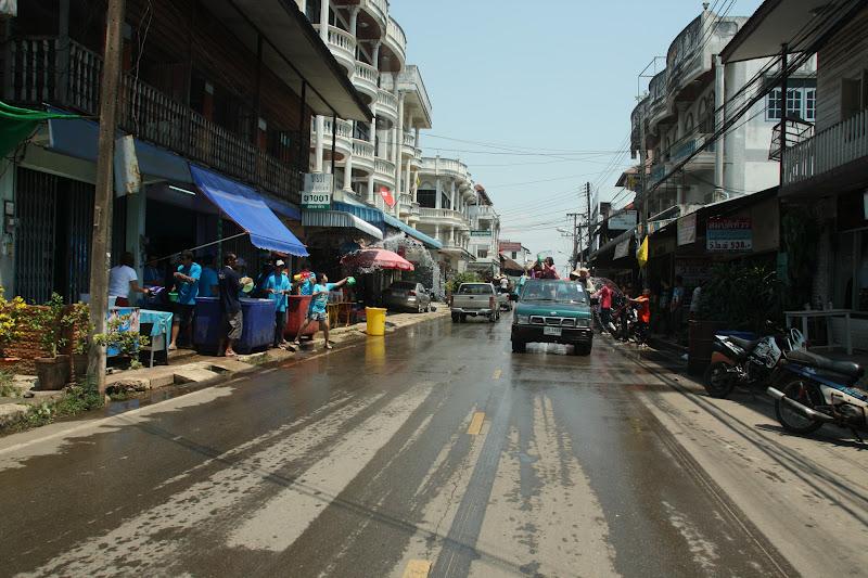 ภายใต้ชื่อ &;ถนนข้าวเปียก
